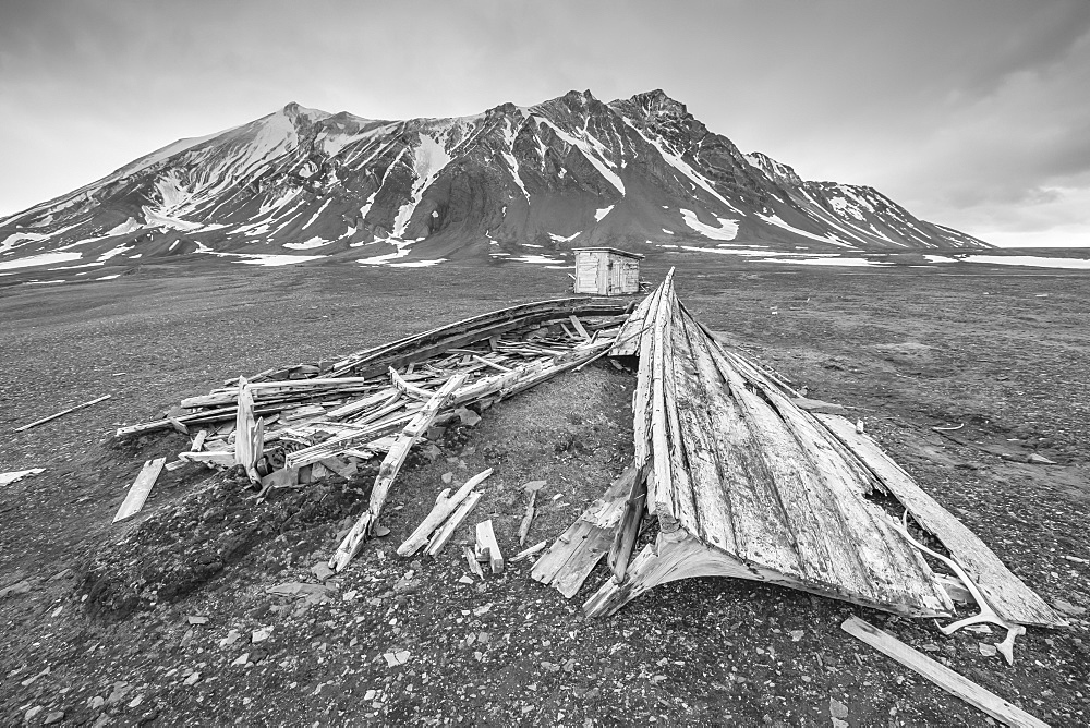 Wooden boat and cabin Bamsebu at Ahlstrandhalvoya, Bellsund, Svalbard, Norway, Scandinavia, Europe