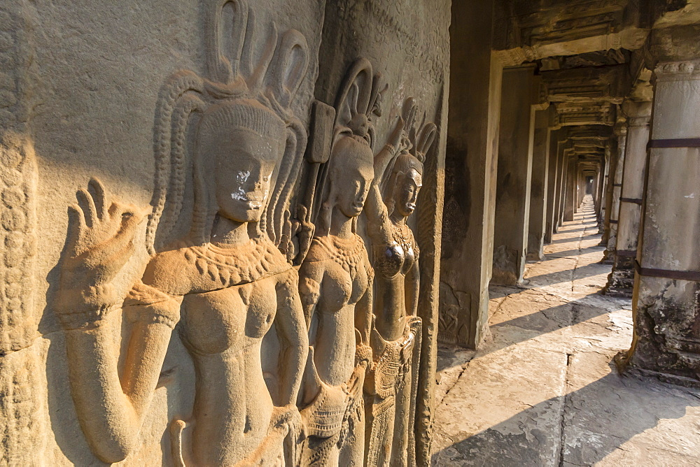 Bas-relief carvings of Apsara, Angkor Wat, Angkor, UNESCO World Heritage Site, Siem Reap, Cambodia, Indochina, Southeast Asia, Asia