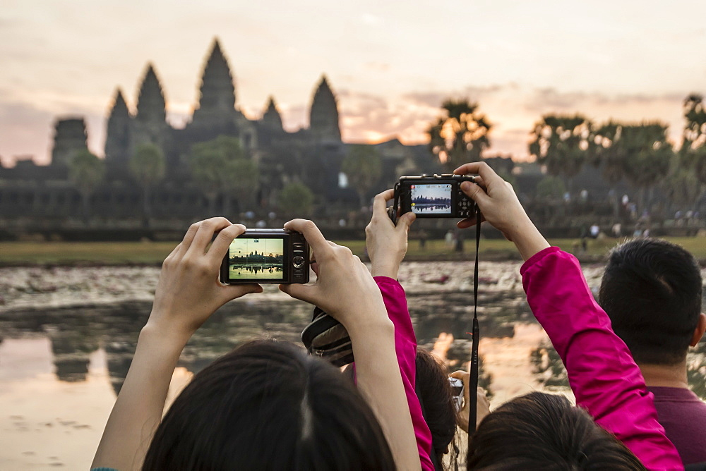 Tourists photographing the sunrise over the west entrance to Angkor Wat, Angkor, UNESCO World Heritage Site, Siem Reap, Cambodia, Indochina, Southeast Asia, Asia - 1112-2682
