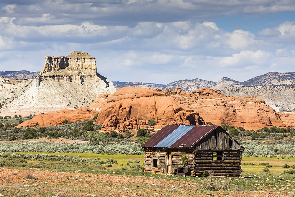 Red rock sandstone and old cabin just outside Kodachrome Basin State Park, Utah, USA.