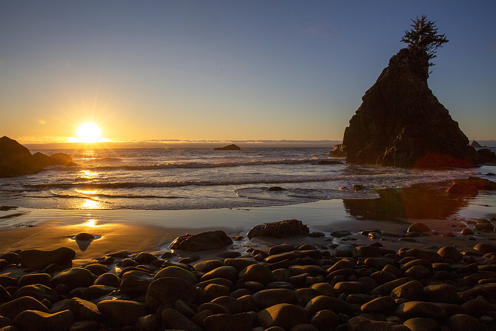 Sunset at low tide on Hidden Beach, Klamath, California, USA.