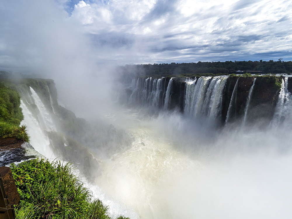 Devil's Throat, known as the Garganta del Diablo in Spanish, Iguazú Falls, Misiones Province, Argentina. - 1112-5103