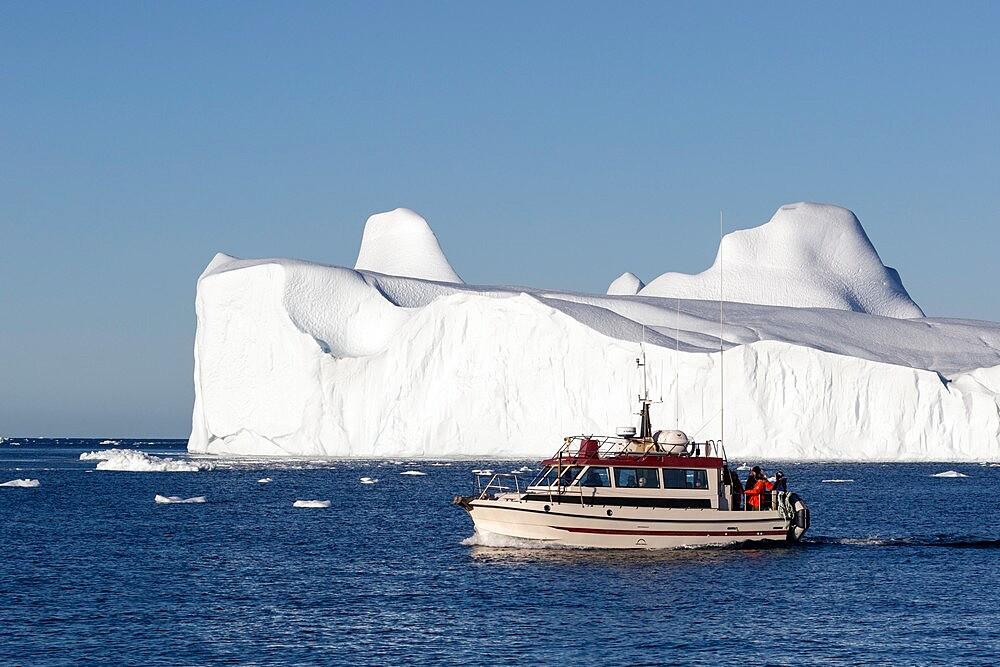 Tours amongst icebergs calved from the Jakobshavn Isbrae glacier, UNESCO World Heritage Site, Ilulissat, Greenland, Polar Regions - 1112-5834