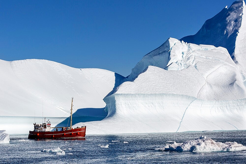 Tours amongst icebergs calved from the Jakobshavn Isbrae glacier, UNESCO World Heritage Site, Ilulissat, Greenland, Polar Regions - 1112-5835