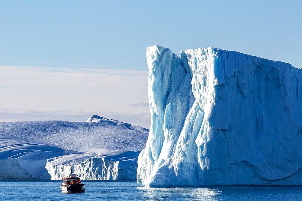 Tours amongst icebergs calved from the Jakobshavn Isbrae glacier, UNESCO World Heritage Site, Ilulissat, Greenland, Polar Regions - 1112-5836