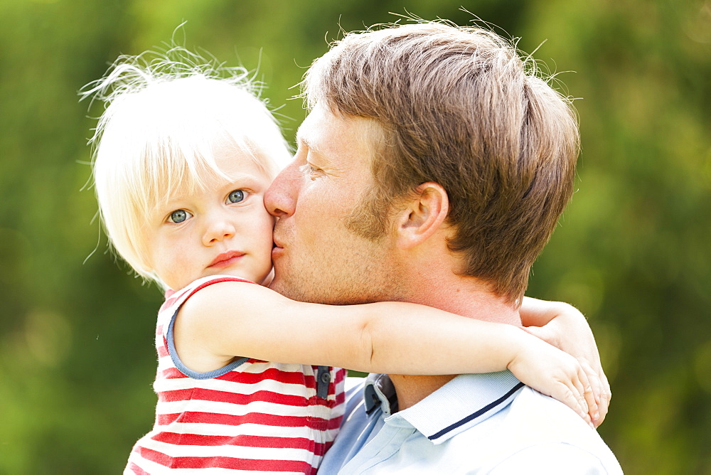 young father kissing his two-year-old daughter, Speyer, Rheinland-Pfalz, Germany - 1113-104907