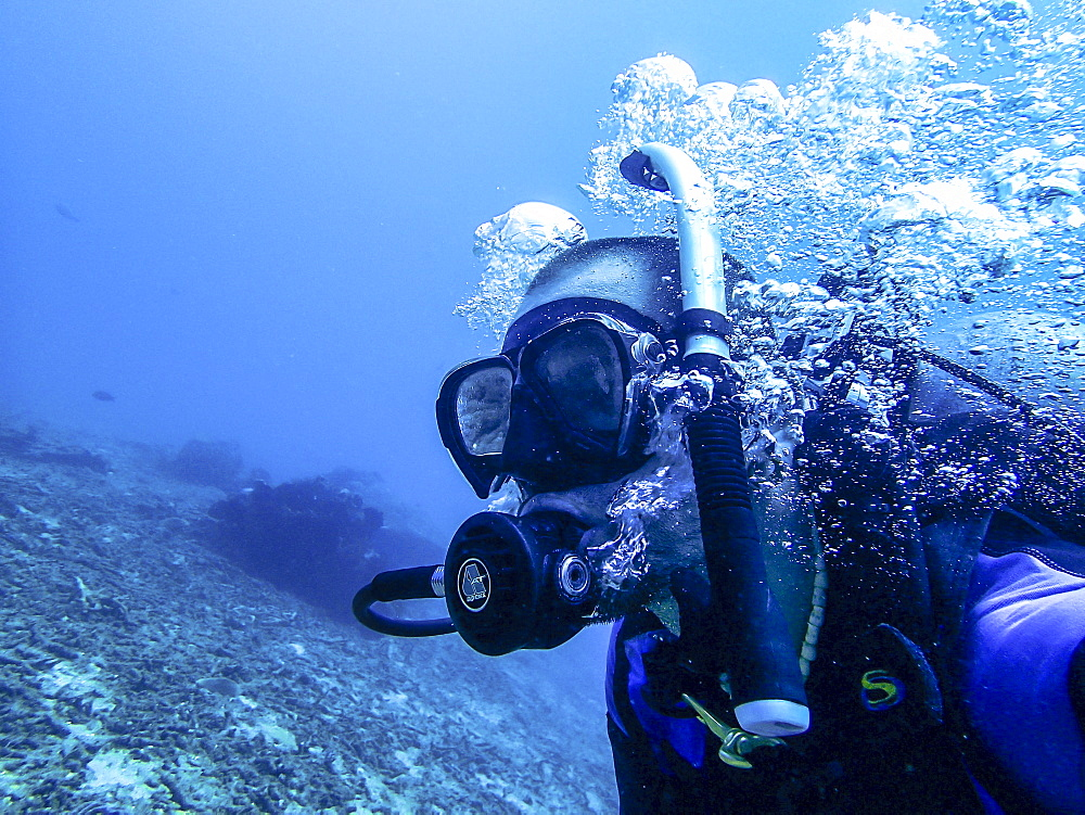 Diver breathing out with air bubbles - Indonesia, Java - 1113-105030