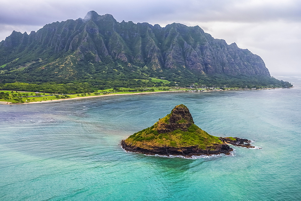 Lush mountains surrounding Oahu, Oahu, Hawaii, United States of America
