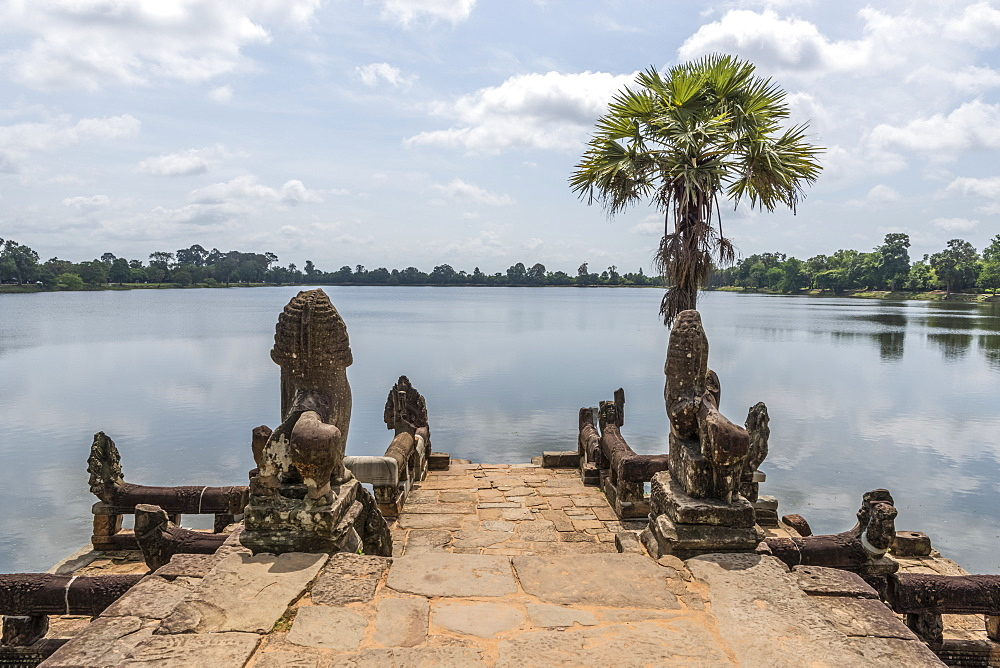 Statues and palm tree on stone jetty, Srah Srang, Angkor Wat, Siem Reap, Siem Reap Province, Cambodia