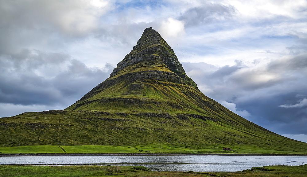 Kirkjufell, the most photographed mountain in Iceland, near Grundarfjodur, Snaefellsness Peninsula, Iceland