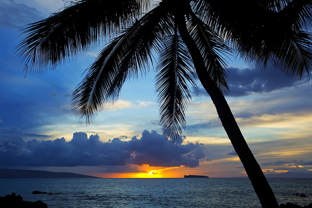 Maui sunset, Kahoolawe and Molokini in in the distance, Wailea, Maui, Hawaii, United States of America
