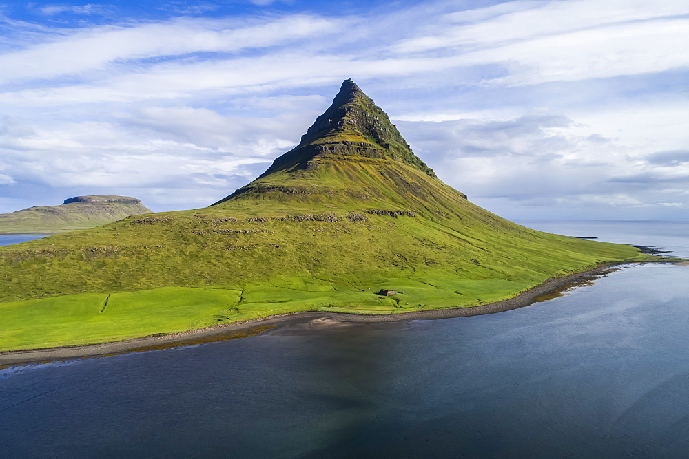 Kirkjufell mountain on the Snaefellsnes Peninsula, Iceland