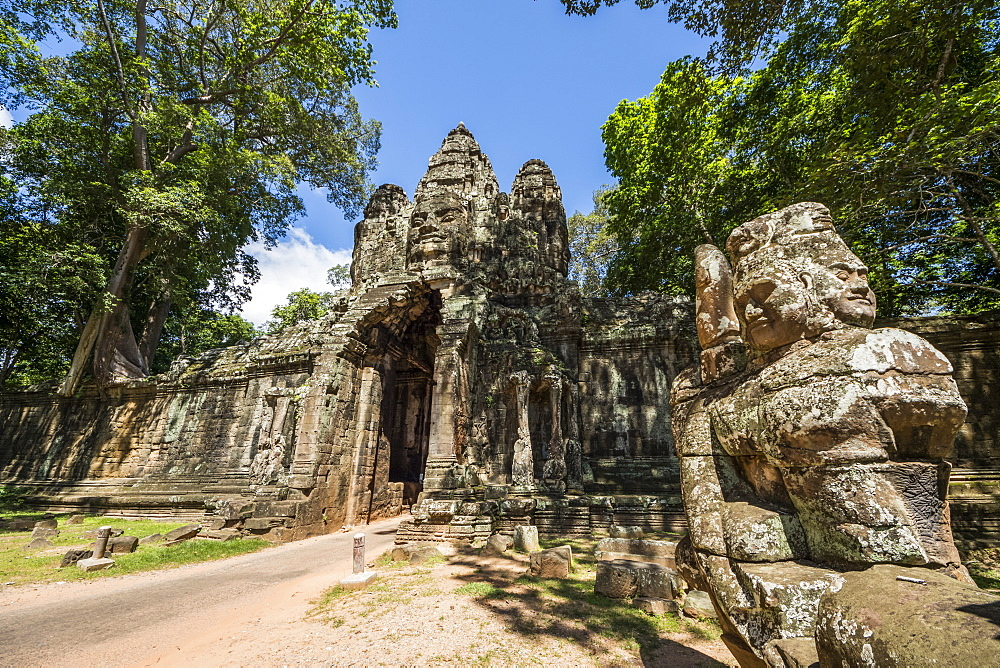 Stone figures on the causeway to the Victory Gate tower (Gopuram), Angkor Thom, Siem Reap, Cambodia