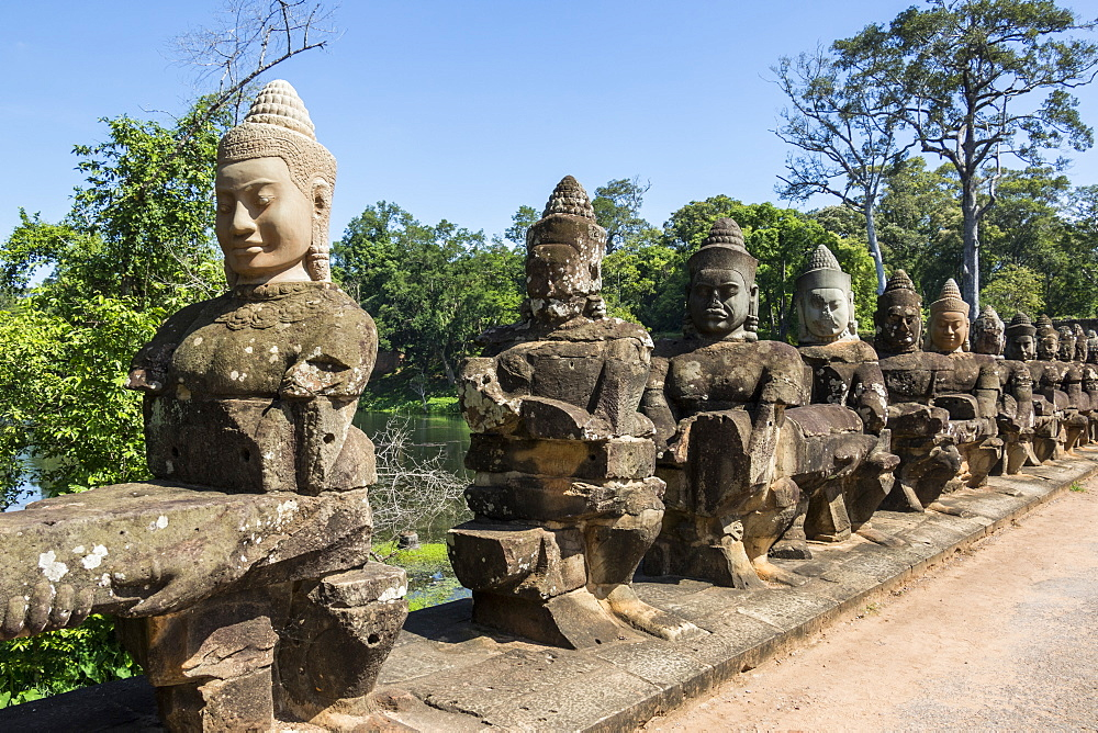 Stone figures on the causeway to the South Gate tower (Gopuram), Angkor Thom, Siem Reap, Cambodia