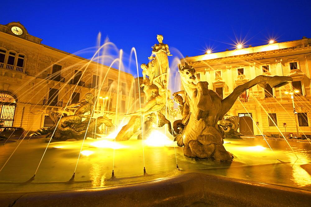 Fountain of Diana, Ortygia, Syracuse, Sicily, Italy, Europe