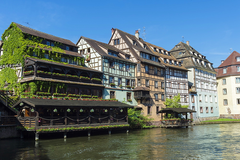 Timbered Houses along the Quai de la Petite France, Ill Canal, UNESCO World Heritage Site, Strasbourg, Alsace, Bas-Rhin Department, France, Europe - 1131-1038