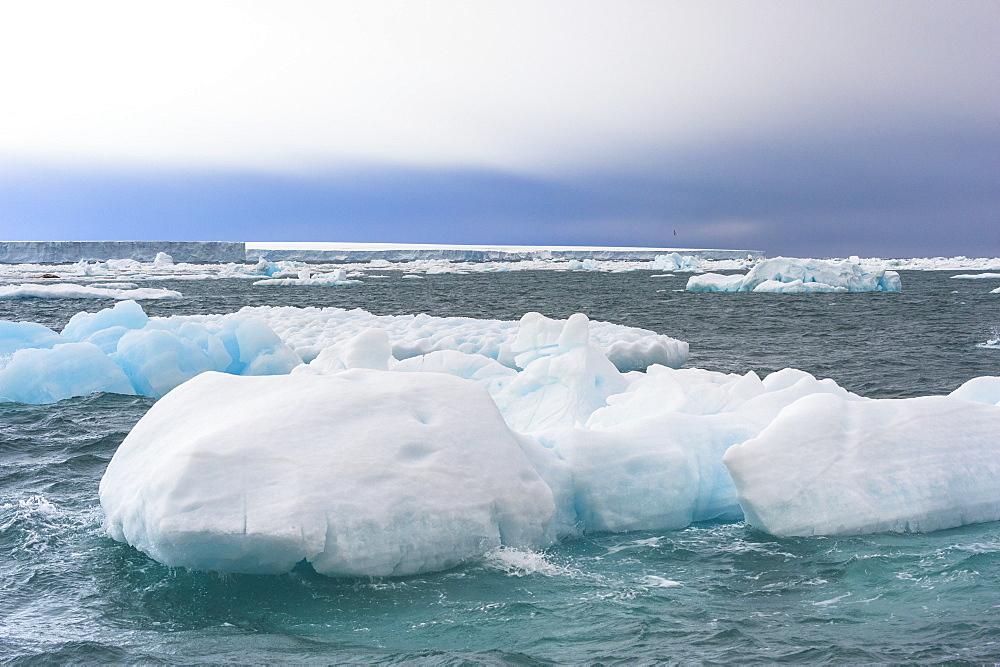 Iceberg drifting in Hinlopen Strait, Spitsbergen Island, Svalbard archipelago, Arctic, Norway, Europe