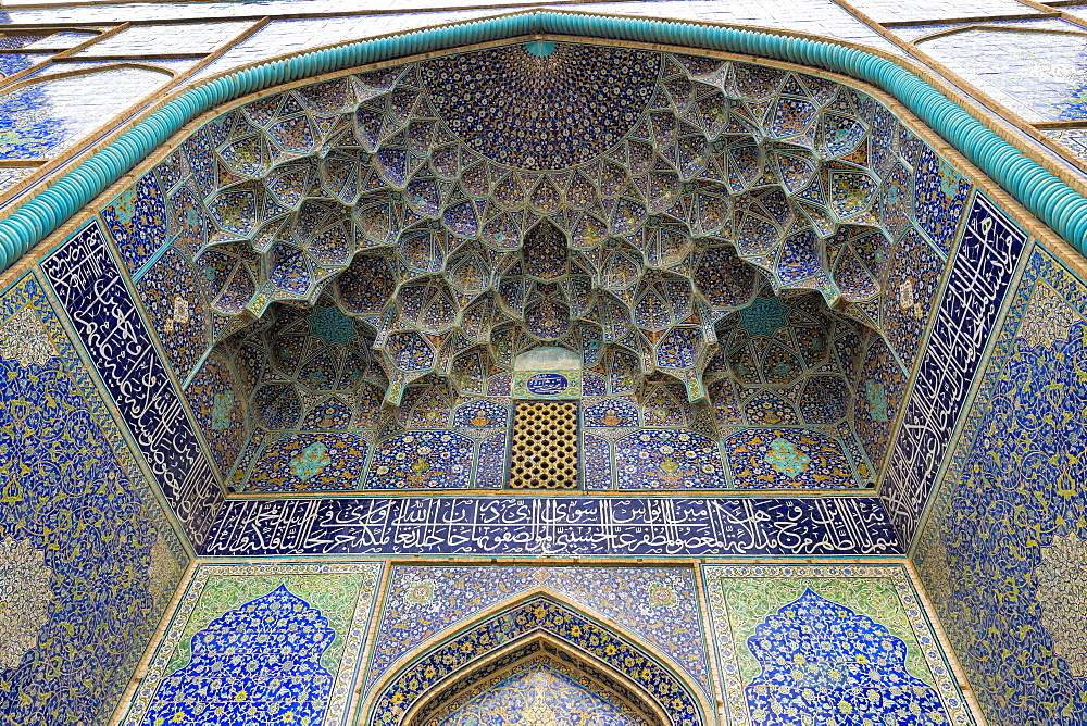 Ceiling, Masjed-e Imam Mosque, Maydam-e Iman square, Esfahan, Iran, Middle East