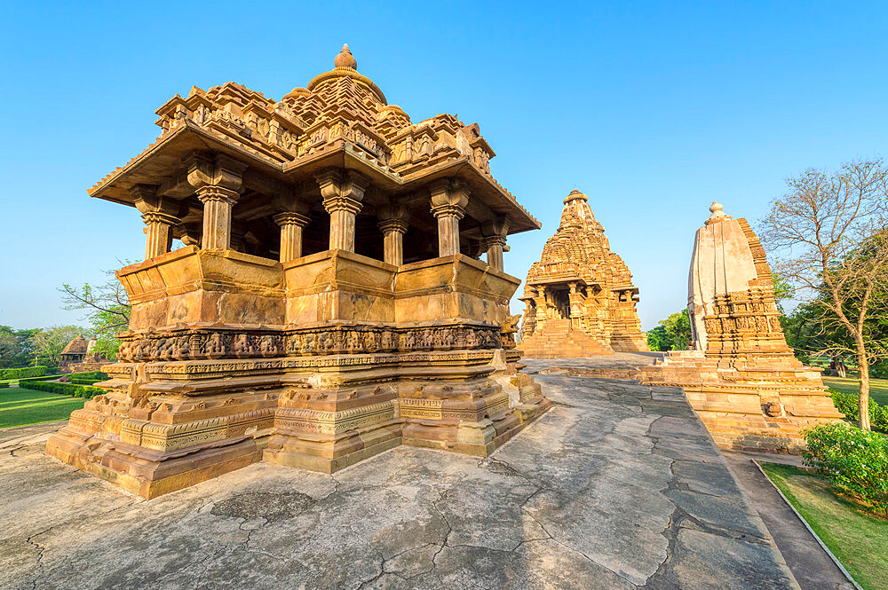 Nandi and Visvanatha temples, Khajuraho Group of Monuments, UNESCO World Heritage Site, Madhya Pradesh state, India, Asia