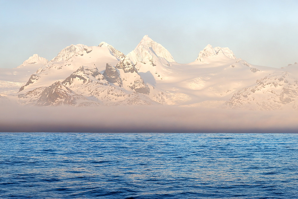 Snow covered mountains on South Georgia West coast, South Georgia and the Sandwich Islands, Antarctica, Polar Regions
