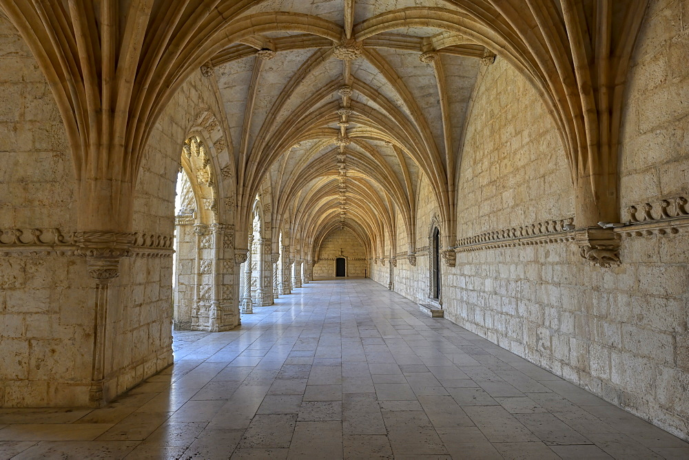 Cloister, Monastery of the Hieronymites (Mosteiro dos Jeronimos), UNESCO World Heritage Site, Belem, Lisbon, Portugal, Europe - 1131-1575