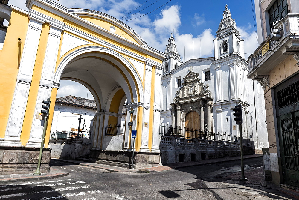 Arco de la Reina and El Carmen Alto Convent, Quito, UNESCO World Heritage Site, Pichincha Province, Ecuador, South America