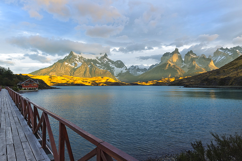 Sunrise over Cuernos del Paine and Lago Pehoe, Torres del Paine National Park, Chilean Patagonia, Chile, South America - 1131-630
