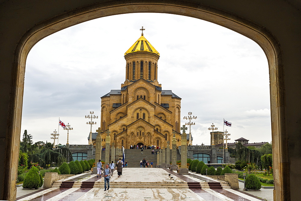 Holy Trinity Cathedral viewed through arches, Tbilisi, Georgia, Caucasus, Middle East, Asia