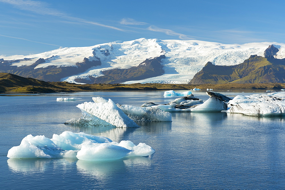 Icebergs floating on Jokulsarlon Glacial Lagoon with Hvannadalshnukur Peak in the background, Iceland, Polar Regions