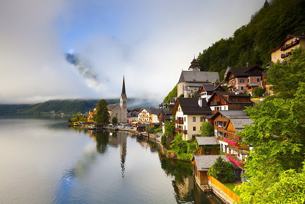 Village of Hallstatt, UNESCO World Heritage Site, Hallstattersee, Oberosterreich (Upper Austria), Austria, Europe