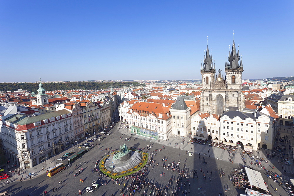 View over the Old Town Square (Staromestske namesti) with Tyn Cathedral, Jan Hus Monument and street cafes, Prague, Bohemia, Czech Republic, Europe