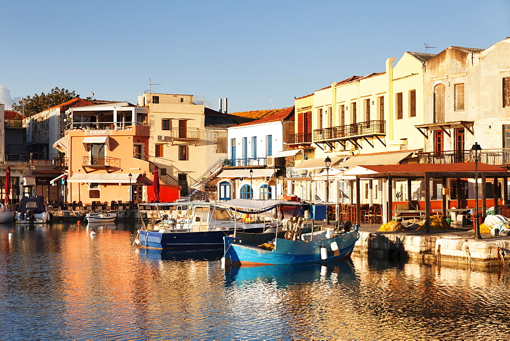 Old Venetian harbour, taverns on seaside, Rethymno (Rethymnon), Crete, Greek Islands, Greece, Europe
