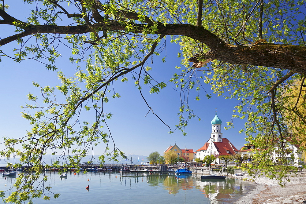 St.. Georg Church and Castle, Peninsula of Wasserburg, Lake Constance, Schwaben, Bavaria, Germany, Europe