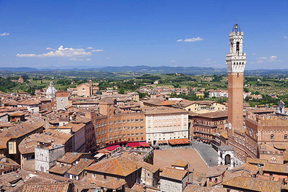 View over the old town including Piazza del Campo with Palazzo Pubblico town hall and Torre del Mangia Tower, Siena, UNESCO World Heritage Site, Siena Province, Tuscany, Italy, Europe