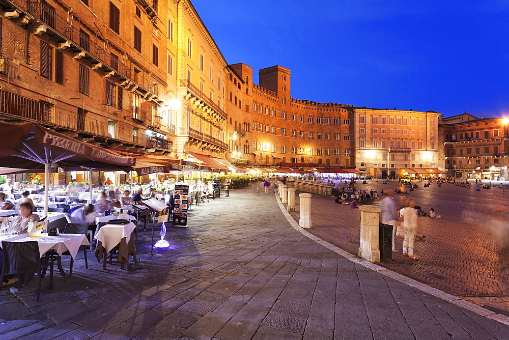 Restaurants at Piazza del Campo, Siena, UNESCO World Heritage Site, Siena Province, Tuscany, Italy, Europe