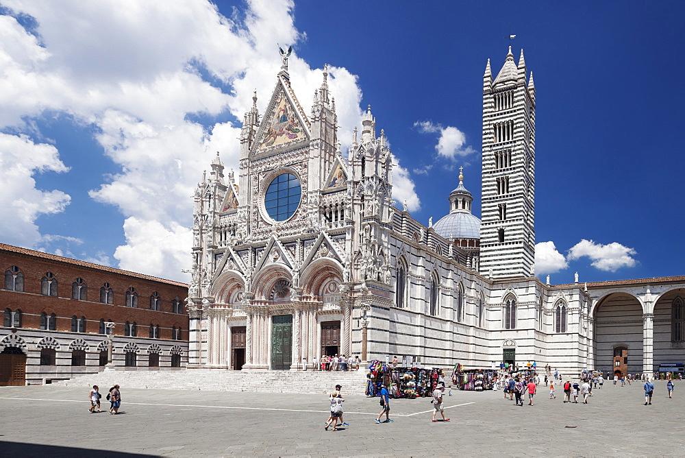 Piazza del Duomo, Santa Maria Assunta Cathedral, Siena, UNESCO World Heritage Site, Siena Province, Tuscany, Italy, Europe