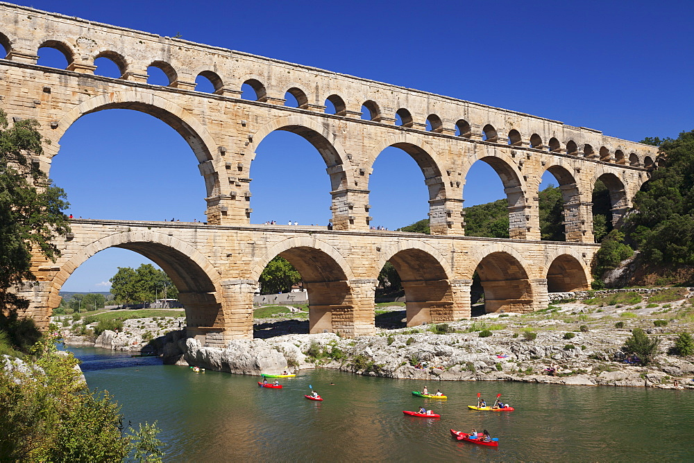 Pont du Gard, Roman aqueduct, UNESCO World Heritage Site, River Gard, Languedoc-Roussillon, southern France, France, Europe