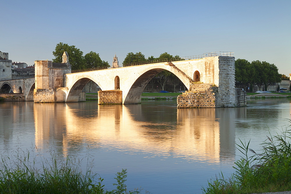 Bridge St. Benezet over Rhone River, UNESCO World Heritage Site, Avignon, Vaucluse, Provence, Provence-Alpes-Cote d'Azur, France, Europe