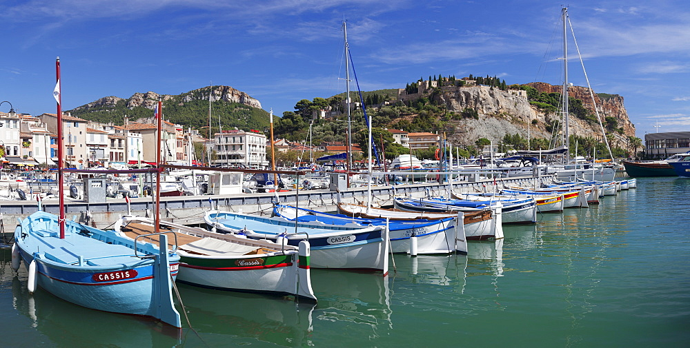 Fishing boats in the harbour, castle in the background, Cassis, Provence, Provence-Alpes-Cote d'Azur, Southern France, France, Mediterranean, Europe