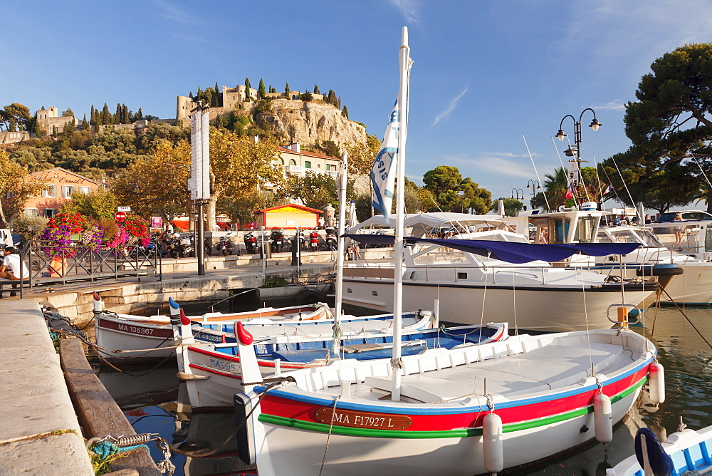Fishing boats at the harbour, castle in the background, Cassis, Provence, Provence-Alpes-Cote d'Azur, Southern France, France, Mediterranean, Europe