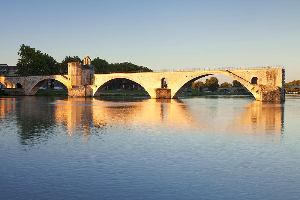 Bridge St. Benezet over Rhone River at sunrise, UNESCO World Heritage Site, Avignon, Vaucluse, Provence-Alpes-Cote d'Azur, France, Europe