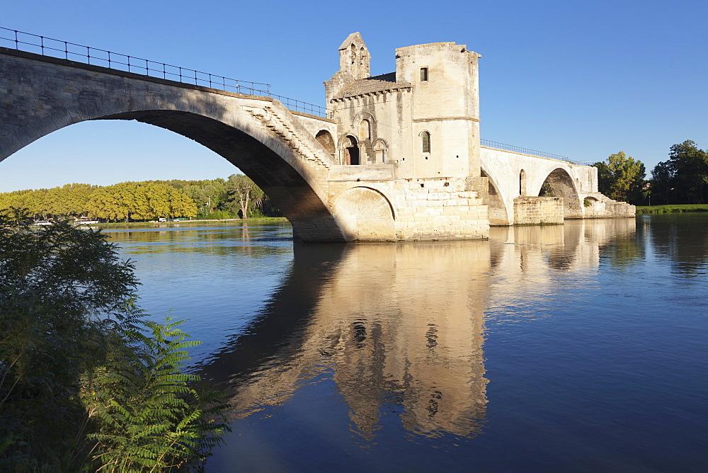 Bridge St. Benezet over Rhone River, UNESCO World Heritage Site, Avignon, Vaucluse, Provence-Alpes-Cote d'Azu, France, Europe