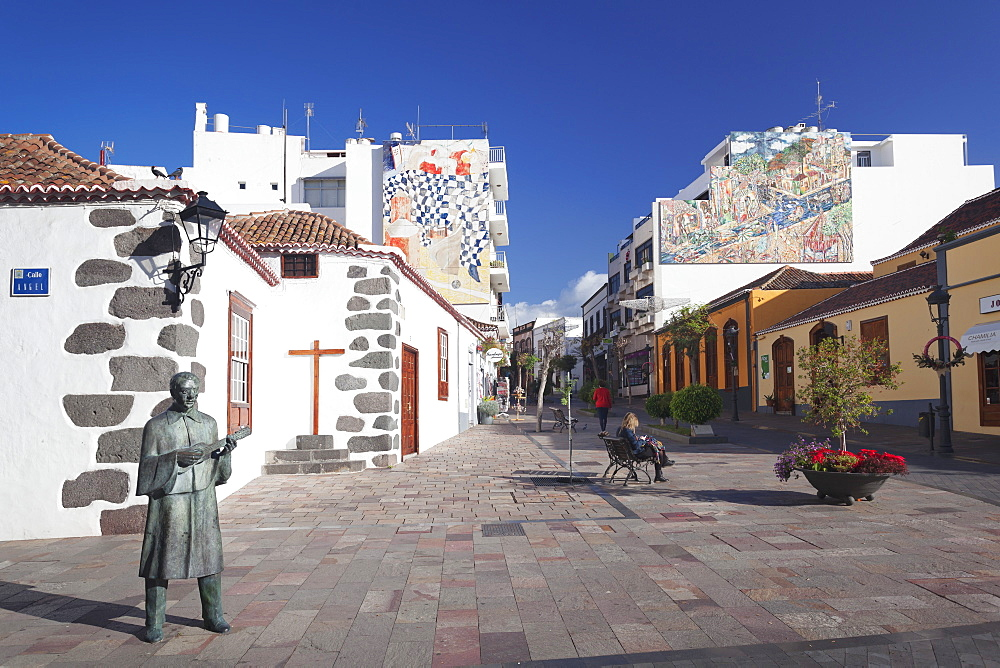 Wall painting, Plaza Espana in the old town of Los Llanos de Adriane, La Palma, Canary Islands, Spain, Europe