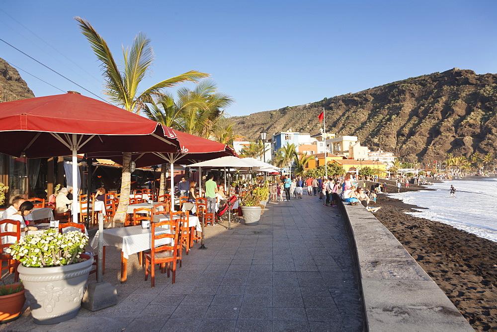 Restaurants at the promenade of Playa del Puerto Beach, Puerto de Tazacorte, La Palma, Canary Islands, Spain, Atlantic, Europe