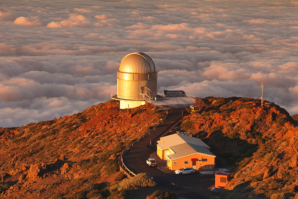 Observatory on Roque de los Muchachos at sunset, Parque Nacional de la Caldera de Taburiente, UNESCO Biosphere Reserve, La Palma, Canary Islands, Spain, Europe - 1160-2942
