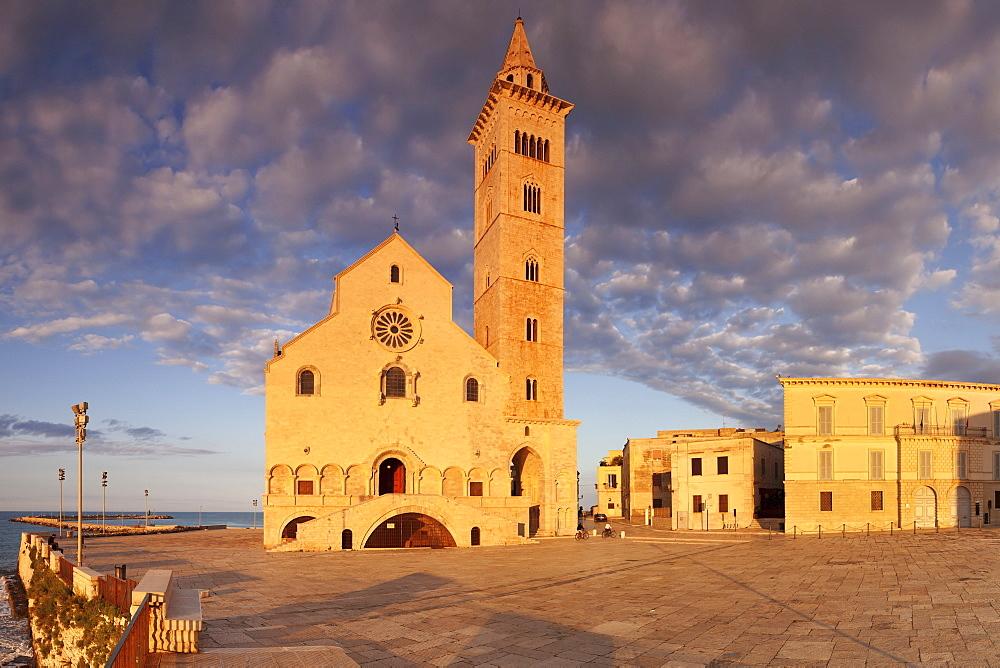 San Nicola Pellegrino cathedral at sunset, Piazza del Duomo, Trani, Le Murge, Barletta-Andria-Trani district, Puglia, Italy, Europe