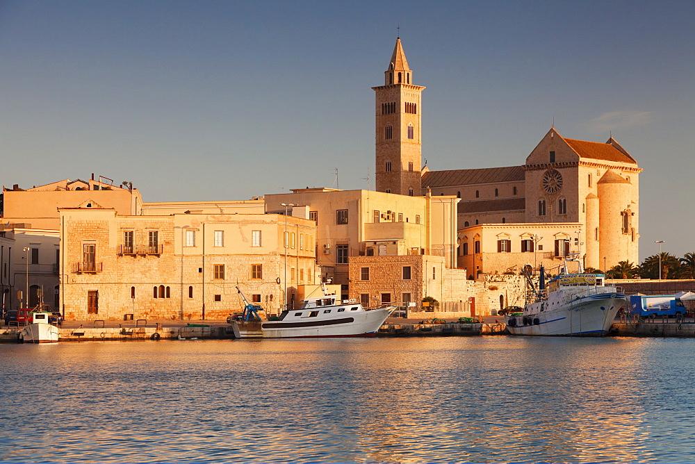 San Nicola Pellegrino cathedral, at sunrise, harbour, Trani, Le Murge, Barletta-Andria-Trani district, Puglia, Italy, Europe