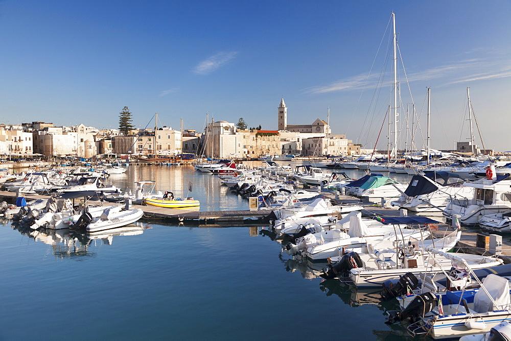 View over the harbour to San Nicola Pellegrino cathedral, Trani, Le Murge, Barletta-Andria-Trani district, Puglia, Italy, Europe