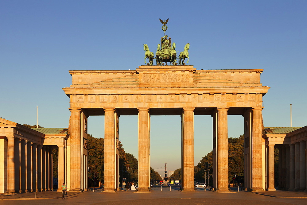 Brandenburg Gate (Brandenburger Tor) at sunrise, Quadriga, Berlin Mitte, Berlin, Germany, Europe