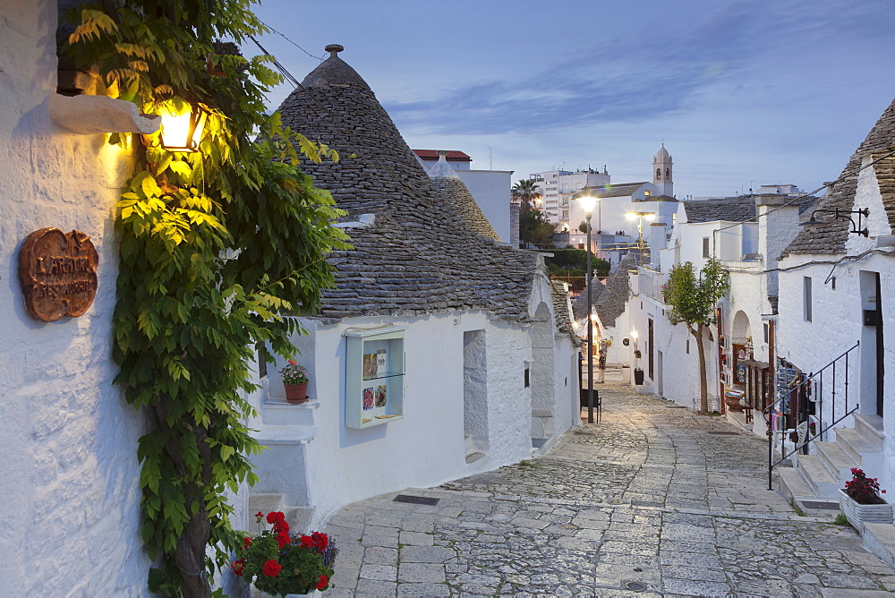 Trulli, traditional houses, Rione Monti area, Alberobello, UNESCO World Heritage Site, Valle d'Itria, Bari district, Puglia, Italy, Europe